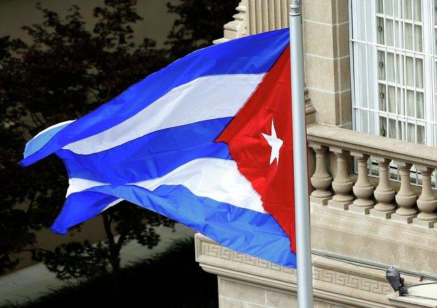 Bandera de Cuba sobre la embajada de Cuba en Washington, el 20 de julio, 2015