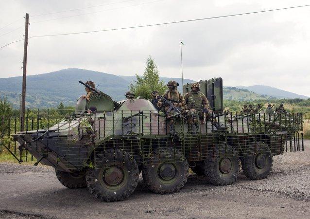 El Ejército de Ucrania retira las armas de Donbás