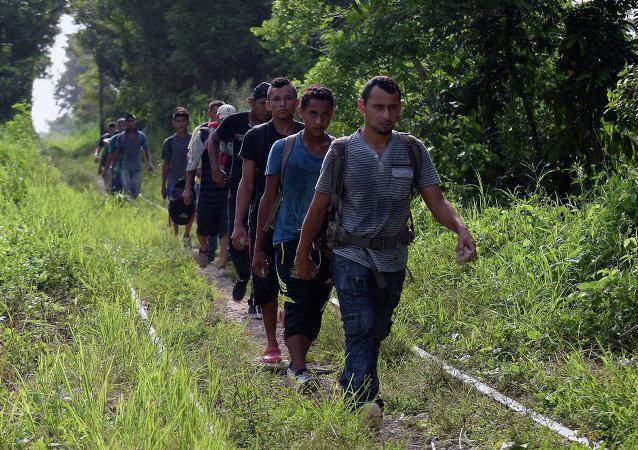 Aumento de migrantes detenidos en EEUU es temporal, según exrelator de ONU