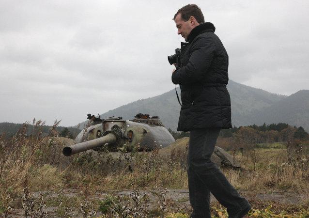 Dmitri Medvédev durante su visita a la isla de Kunashir en el 2010