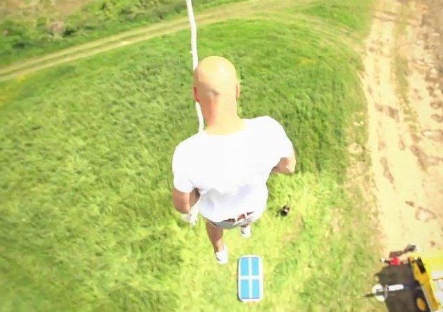 El escalofriante salto de Damien Walters