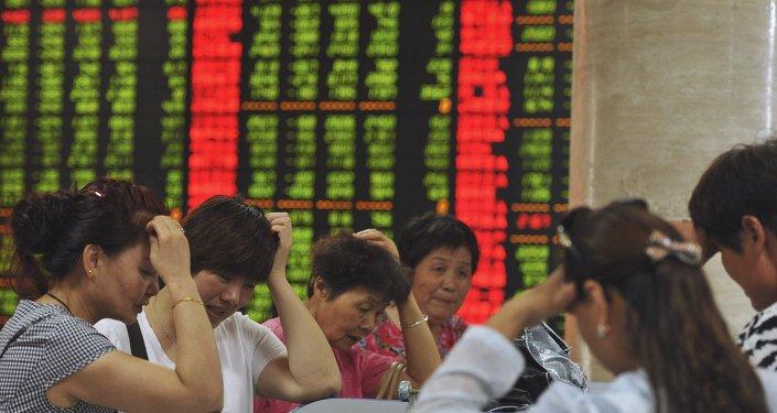 Reacción de inversores durante las caídas en la bolsa china