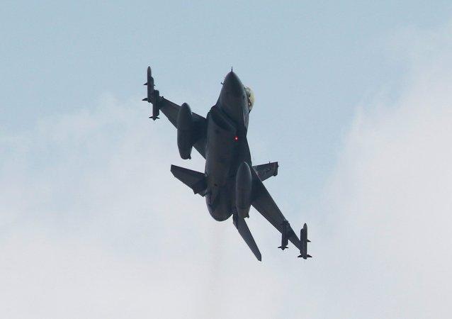 Un caza F-16 turco