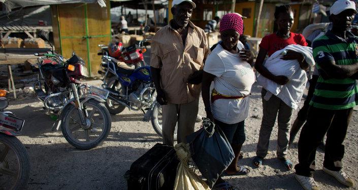 Migrantes haitianos deportados de la República Dominicana