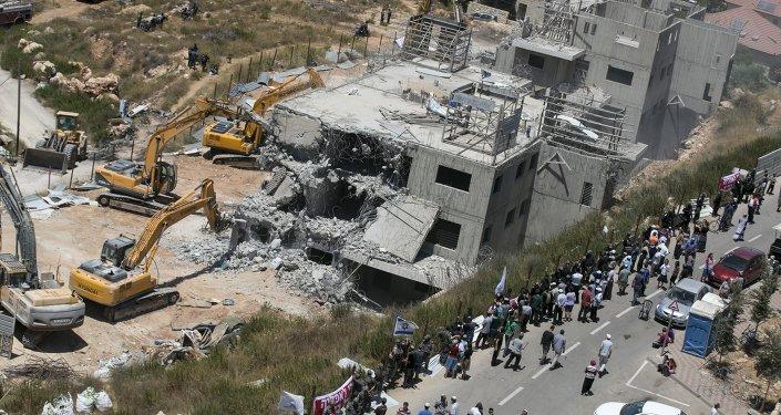 Demolición las viviendas en Beit El antes de construcción las nuevos