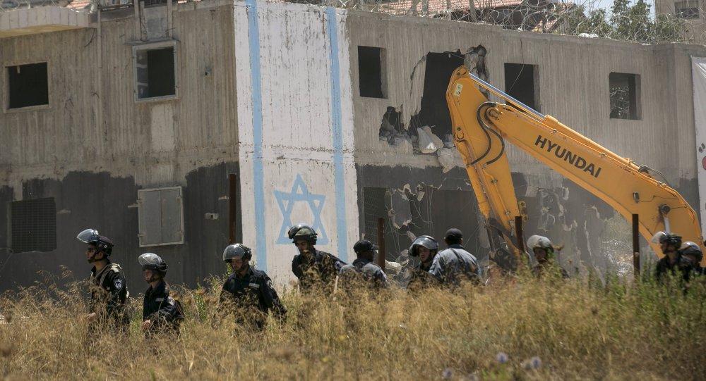 Demolición de los dos edificios en la colonia de Beit El, cerca de la ciudad palestina de Ramala