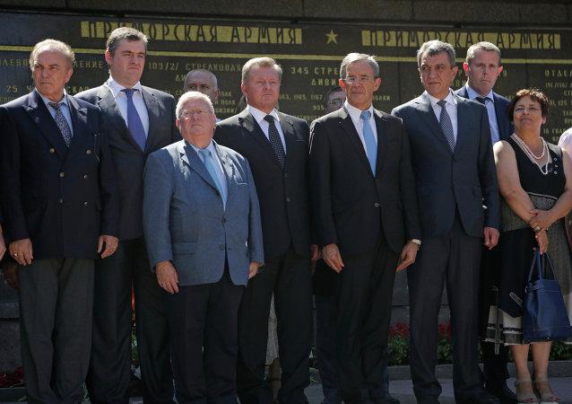 Parlamentarios franceses durante su visita a Crimea