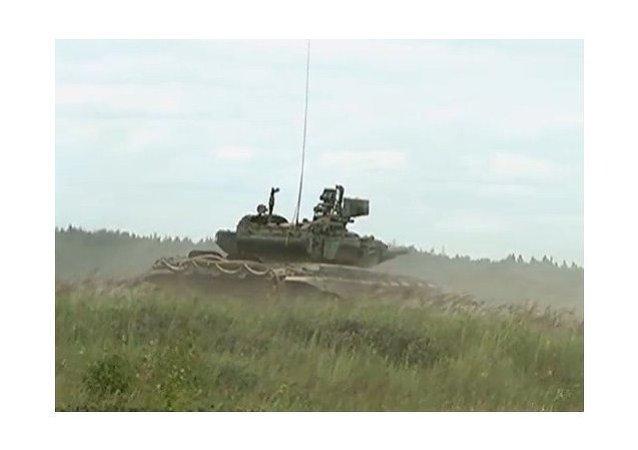 Tanques T-90 se entrenan cerca de Moscú