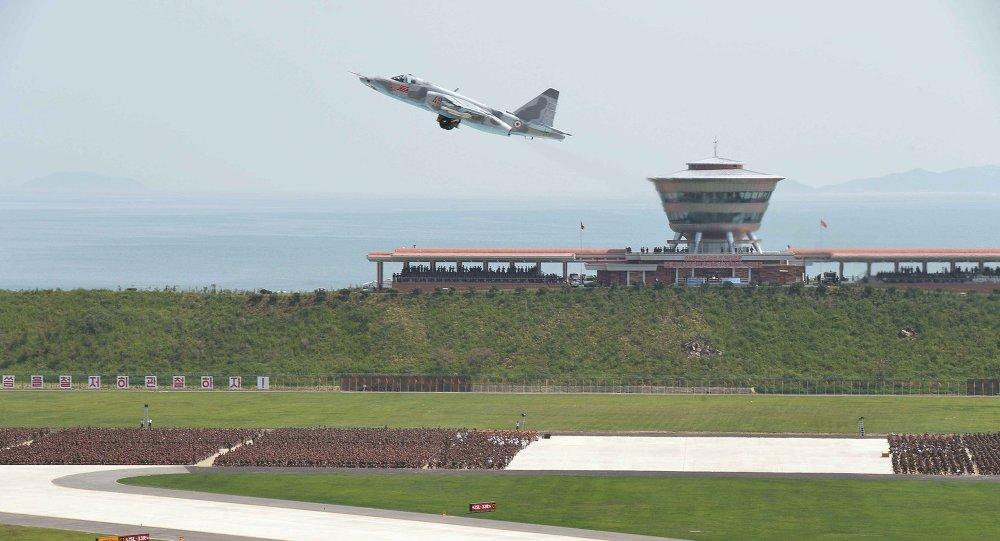Un avión despega en el aeropuerto de Kalma, Corea del Norte