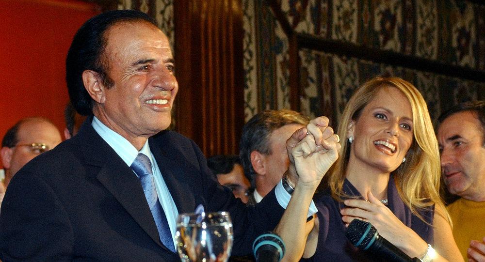 El expresidente argentino, Carlos Menem, y su exesposa, Cecilia Bolocco
