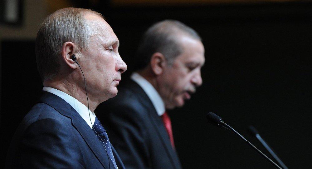 Presidente de Rusia, Vladímir Putin con su homólogo de Turquía, Recep Erdogan (archivo)