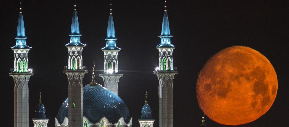 La mezquita Qol Särif ubicada en el Kremlin de Kazán, Rusia