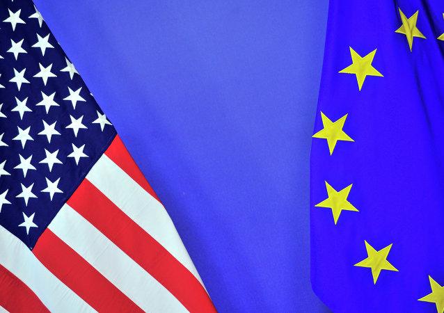 Banderas de EEUU y la UE (imagen referencial)