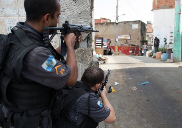Policía brasilera en las calles de Río de Janeiro