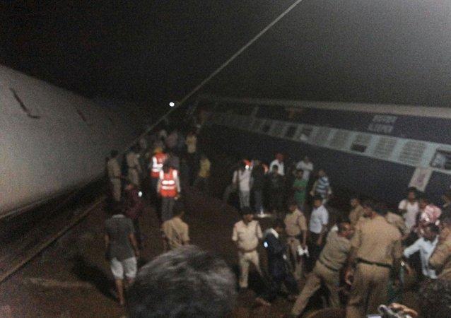 El  sitio del descarrilamiento del tren cerca de Harda, Madhya Pradesh