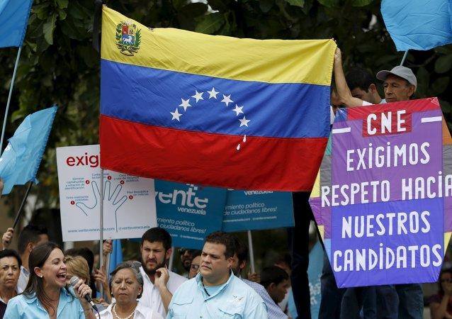 """Gobierno de Venezuela rechaza """"injerencia"""" de EEUU en comicios parlamentarios"""