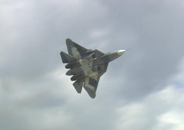 Nuevo caza ruso T-50 levanta el vuelo