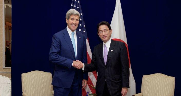 Secretario de Estado de EEUU, John Kerry y ministro de Exteriores de Japón, Fumio Kishida