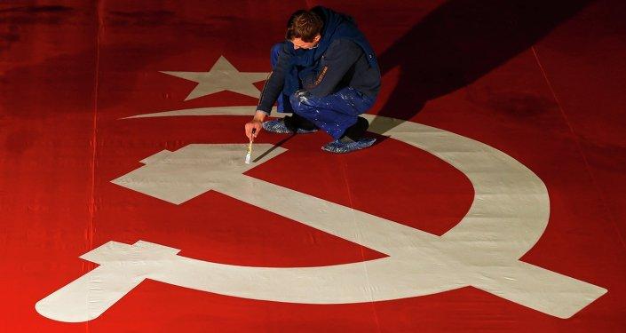 La hoz y el martillo, el símbolo soviético