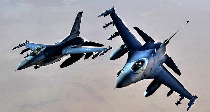 Cazas F-16 en Irak