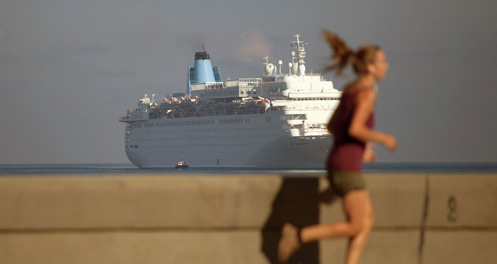 Barco norteamericano Thomson Dream en la Bahía de La Habana