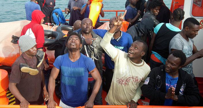 Inmigrantes de África en el puerto de Tarifa