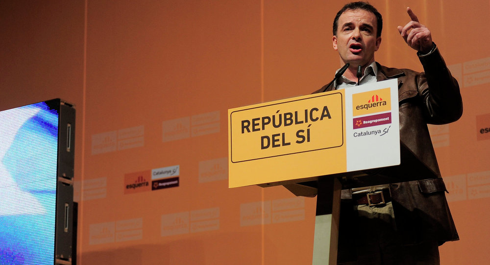 Leader of the ERC-Rcat-Catalunya SI party Alfred Bosch gives a speech during a campaign meeting in Barcelona