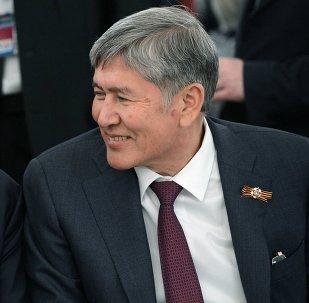 Presidente de Kazajistán, Nursultán Nazarbáev (izda.) y presidente de Kirguistán, Almazbek Atambáyev