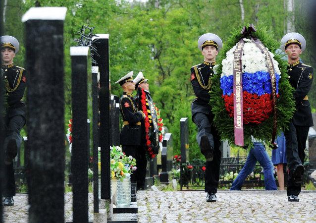 Homenaje a las víctimas de la catástrofe del submarino nuclear Kursk en San Petersburgo