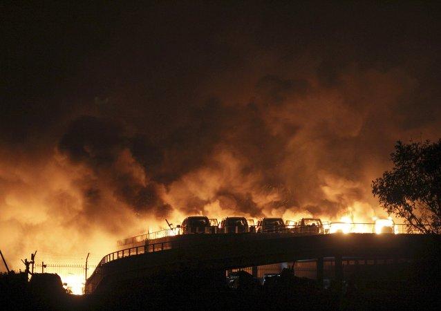 Líderes chinos instan a redoblar esfuerzos para atender heridos tras explosión en Tianjin
