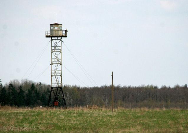 Torre de observación en la frontera rusa-letón