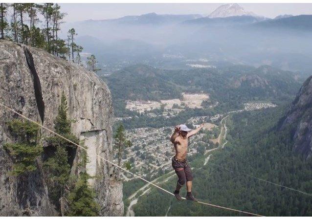 Caminata sobre un precipicio de 290 metros