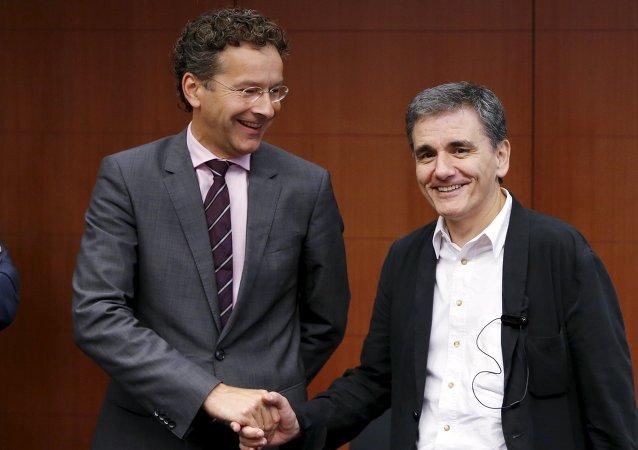 Presidente del Eurogrupo, Jeroen Dijsselbloem, y ministro de Finanzas de Grecia, Euclides Tsakalotos