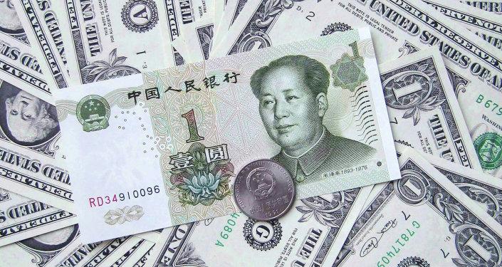 Yuan chino y dólares estadounidenses