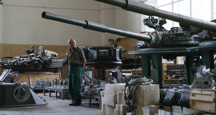 Centro de reparación del material bélico en Kiev, Ucrania