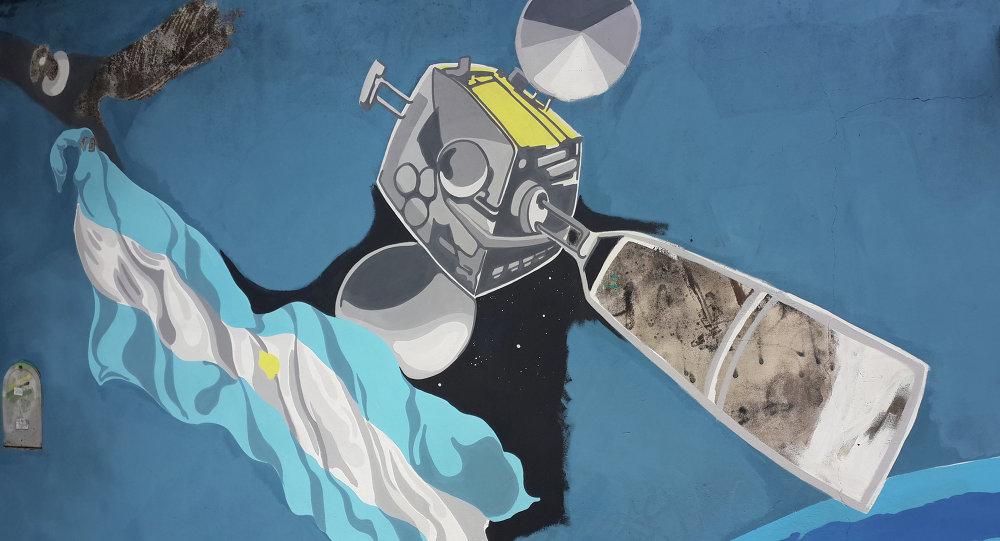 Mural pintado en Buenos Aires con motivo del lanzamiento en 2014 del satélite ARSAT-1 (archivo)