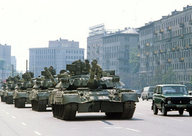 Tanques en las calles de Moscú durante intentona golpista de 1991