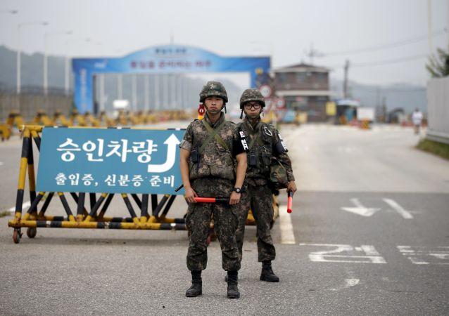 Soldados surcoreanos en la frontera entre las Coreas (archivo)