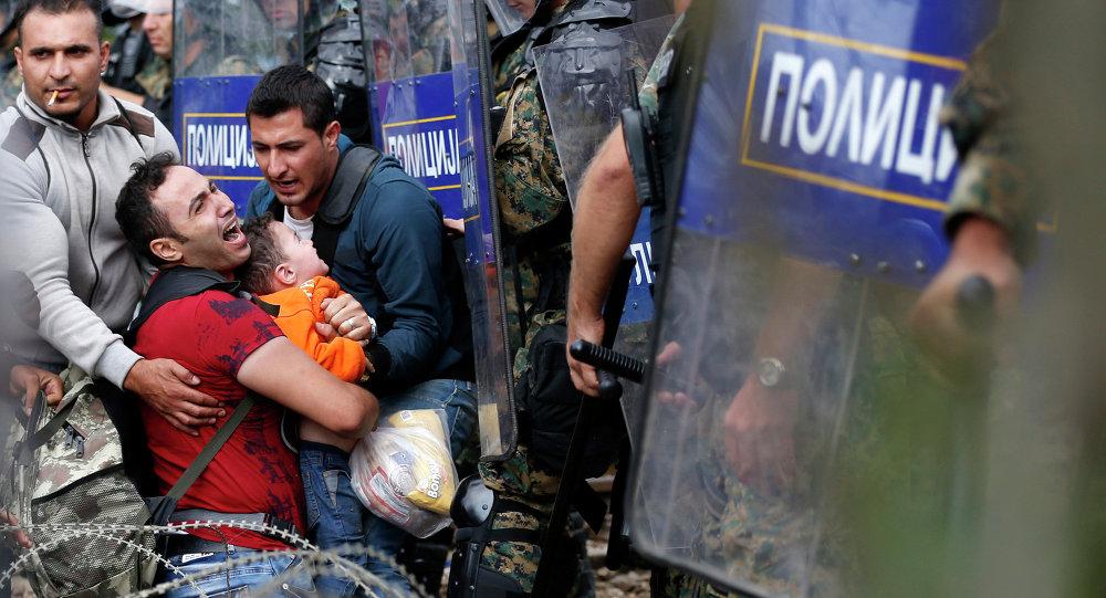 Refugiados en la frontera greco-macedonia (Archivo)