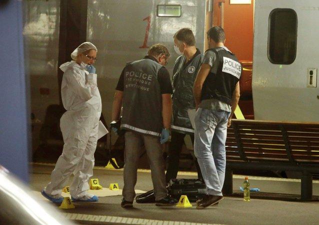 Policía francesa en el lugar del tiroteo