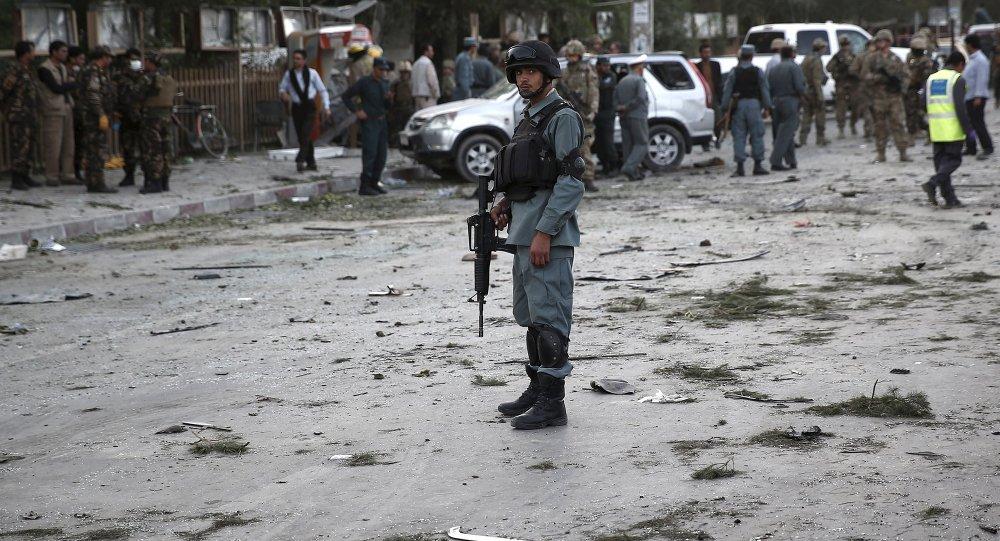 Policía afgano en el lugar de explosión en Kabul (archivo)