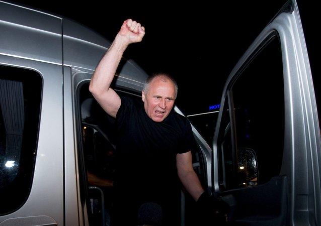 Nikolái Statkévich despues de la liberación, Minsk, el 22 de agosto, 2015