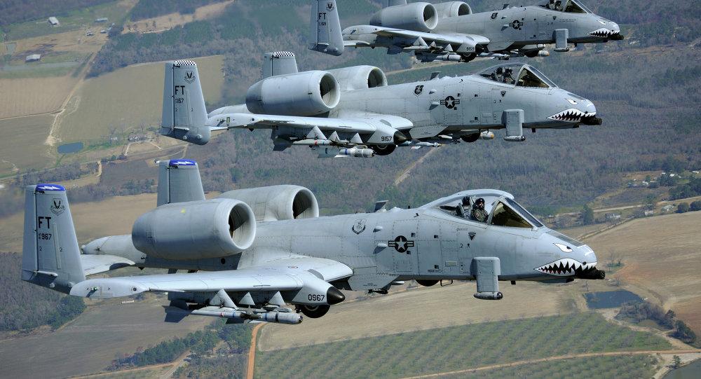 Tres aviones de ataque A-10 Thunderbolt