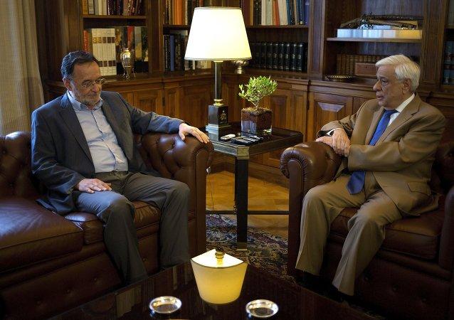 Líder del partido Unidad Popular, Panayotis Lafazanis, y presidente de Grecia, Prokopis Pavlópulos