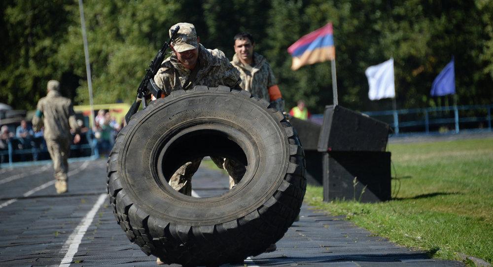 Militares durante los ejercicios Cooperación-2015