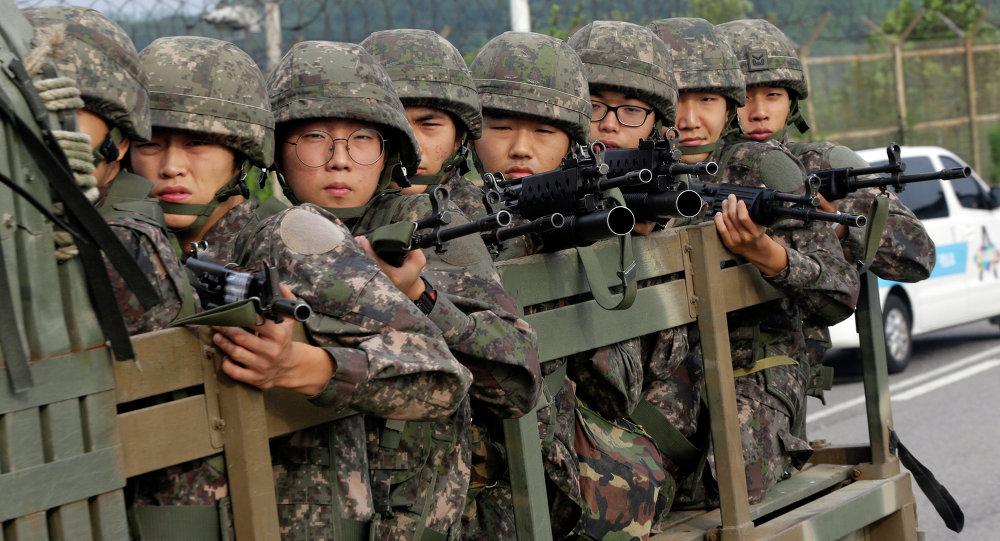 Militares surcoreanos en la zona desmilitarizada de Corea (archivo)
