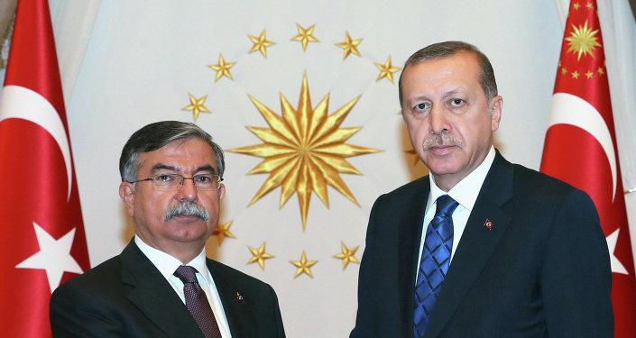 El presidente de Turquía, Recep Tayyip Erdogan, con el presidente del Parlamento turco, Ismet Yilmaz