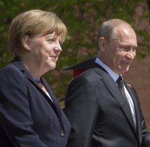Canciller de Alemania, Angela Merkel y presidente de Rusia, Vladímir Putin (archivo)