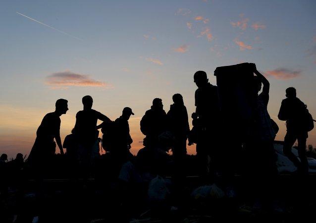 Inmigrantes sirios en la frontera húngaro-serbia
