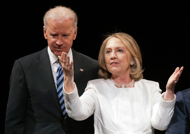 Vicepresidente de EEUU, Joe Biden, y candidata presidencial, Hillary Clinton (archivo)